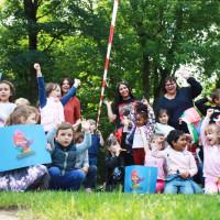 Kinder der KiTa St. Gisela freuen sich über den KiTa-Preis 2020